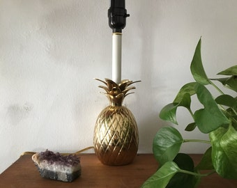 hollywood regency glam vintage brass pineapple lamp. hollywood regency pineapple lamp. retro pineapple lamp. mid century lamp