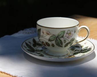 Vintage Wedgwood Strawberry Hill 1950's  Teacup
