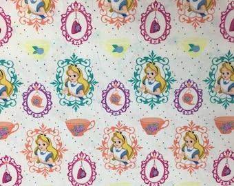 Disney Alice au pays des merveilles blanc en tissu, 1 Yard