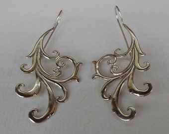 Bali Sterling Silver Earrings / silver 925 / Balinese handmade jewelry / floral design / 2.25 inches long /(#146m)