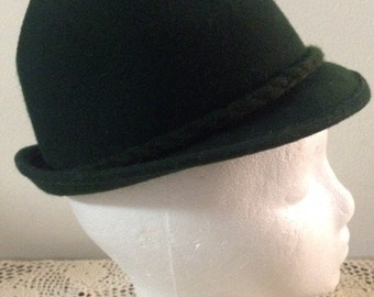1960s German Tyrolean Style Hat in Hunter Green with Braided Wool Trim around the Inner Brim. By Inter Sportsman (EU size 51)