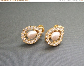 ON SALE Vintage Napier Earrings Pear Shaped Brilliant Gold Toned Drop Rhinestones Excellent Condition Sparkling Clip On Gold Tone Earrings