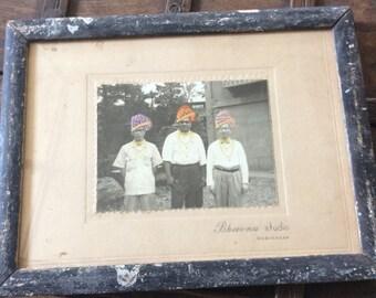 Handbemalter Midcentury Foto der drei Männer in Indien Vintage Foto Antik Fotoschwarz und weiß Foto Turbane
