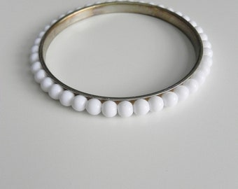 dash of dots ~ white bead bangle