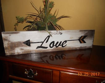 Wood Wall Sign ~~ Love ~~ Arrow
