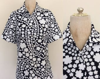 1970's Flower Power B&W Polyester Button Up Top Vintage Shirt Size Large by Maeberry Vintage