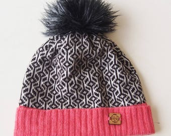 Geometric in Black and White - Cozy lambswool winter hat with pompom
