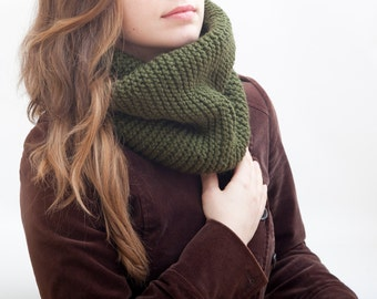 Green Infinity Scarf Winter Chunky Scarf Forest Green Collar Scarf Knit Scarf Very Warm Winter Scarf Best Christmas Gifts Birthday Gift