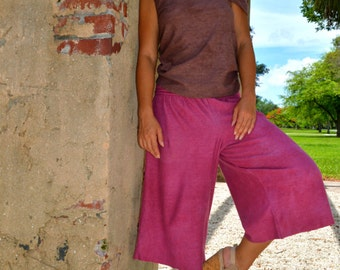 Hemp pants custom made and hand dyed // organic clothing // eco-friendly // hemp clothing // capri length