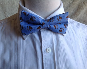 blue bow tie motif bear paws