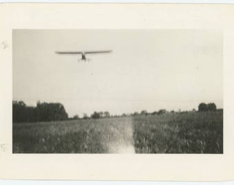 Vintage Snapshot Photo: Airplane Over Field, c1940s (79605)
