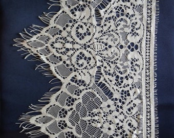 Fine lace for dress or lingerie 25 cm the meter