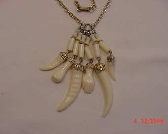 Vintage India Themed Plastic Necklace.   16 - 734