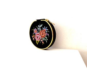 Vintage Embroidered Colorful Floral Make-Up Compact / Vintage 1950's Mid Century Compact Case / Vintage Refillable Face Powder Compact Case