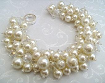 Set of 8 Pearl Bridesmaid Bracelets, Bridesmaid Jewelry, Custom Colours, Cluster Bracelet, Pearl Beaded Bracelet, Ivory Pearl Jewelry