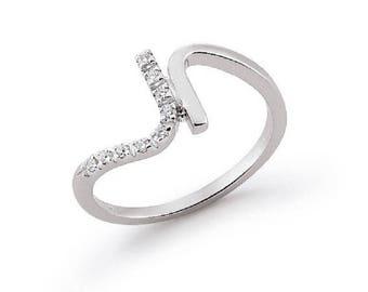 Petite Curved Design Round Brilliant Cut Diamond Ring