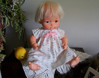 """VTG 1975 Lesney BABY BURPS 14"""" Drinks & Wets Baby Doll,Original Clothes"""