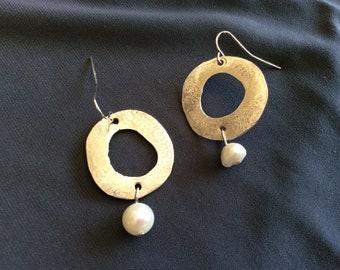 big circles with pearl