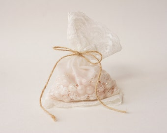 White Lace wedding favor bag / 30 bags / rustic wedding favor/ barn weddings / vintage style wedding favor/ beach weddings/ baby shower