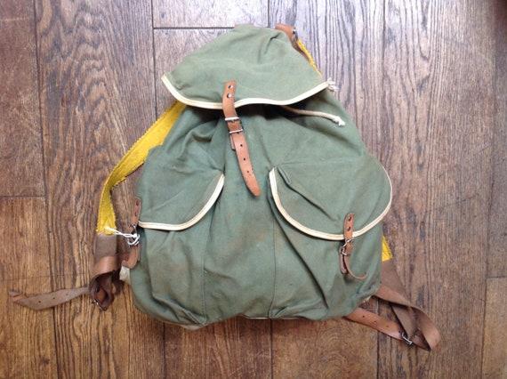 Vintage 1970s 70s khaki green cotton canvas hiking walking backpack rucksack metal frame