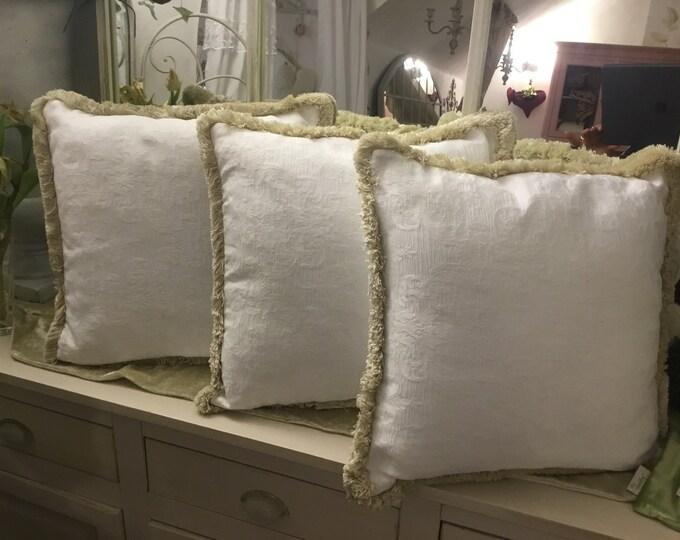 Pure white pillow Shabby Chic Tradução