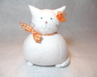 White cat pincushion, Felt animal pincushion, Cute kitty, Sewing accessories, Cute pincushion, Cat gift, Gift for sewer, Cat lover