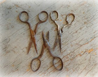small vintage sewing scissors - set of 3
