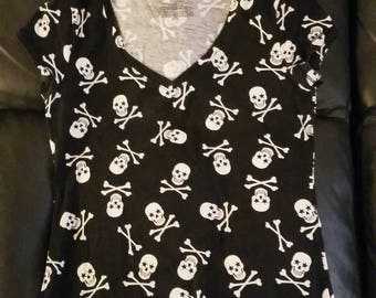 Vneck skull and bones black t-shirt