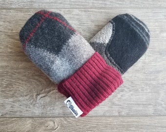 Warm Baby Sweater Mittens // Fits 0 to 3 yrs old // No thumb mittens // Fleece Lined Mittens // Wool Sweater Baby Mitten // Black and Red
