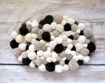 pom pom bear rug handmade pom pom rug baby room home. Black Bedroom Furniture Sets. Home Design Ideas