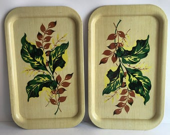 Mid Century Foliage Green and Tan Serving Tray Set Place Mat Set of Two Aluminum Mid Century Retro Decor Faux Bois Wood Grain Leaves