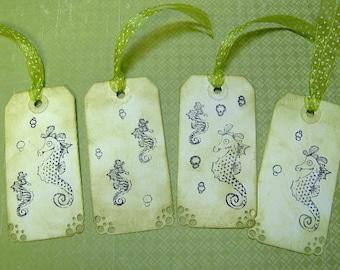 Vintage Seahorse themenbezogene Gift Tags - Set von 5 mittlere Tags in hellgrün - Hand gestempelt und Tinte gequält
