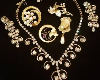 Vintage Gold Tone Jewelry lot