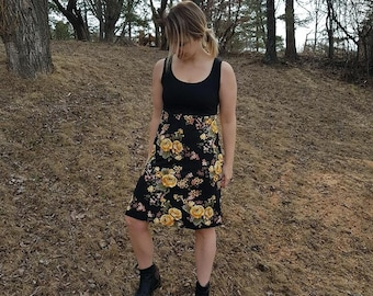 Short and loose - fitting dress black and yellow flowers