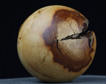 Wooden ball Dekokugel of plum oiled