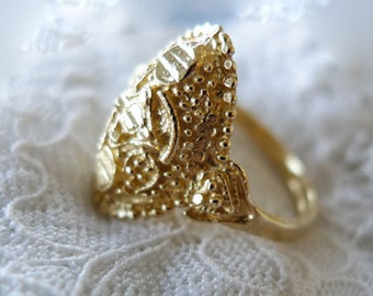 Indian Gold . Beautiful 14K Gold Indian Style Ring. Unique Filigree Chic Inspired Gold Ring. Hand Made Wedding Band. Dainty Ring. Recycled.