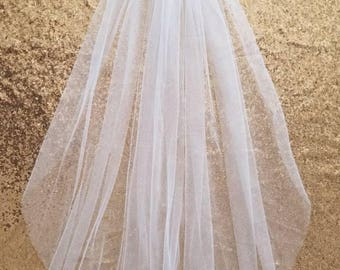 Wedding veil / tulle veil / white veil / ivory veil / fingertip veil / one tier veil / simple veil / bachelorette veil / bridal shower veil