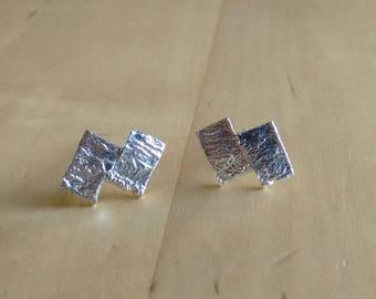 Pendientes Lunar, hechos a mano en plata 925ml. Textura luna, pendientes de pequeños de tuerca