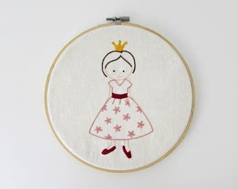 Hand embroidery pattern - Princess embroidery pattern - PDF - Instant download