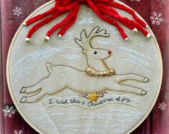 Christmas Reindeer embroidery PDF Pattern -  stitchery primitive retro hoop art Rudolph sewing craft bells