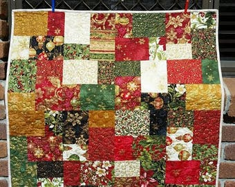 Christmas Quilt - Wall hanging - 100% Cotton - Patchwork - Lap Quilt