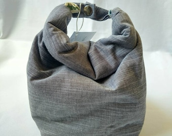 Gray washable organic cotton lunch tote.  All natural, free of synthetic fibers.  Lined lunch tote.  Women's lunch tote. Men's lunch tote.