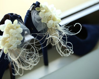 Ivory Wedding Shoe Clips. Off White / Light Lime Green Hydrangeas. Elegant Bridesmaid Bride, More lavender pink, Pearl Feather Tulle Couture