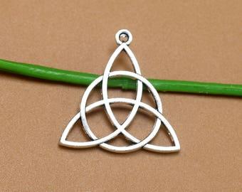 25 pcs  29x28mm Triangle Charm, antique Silver Triangle Charm,  cut out triangle charm, Geometric Charm,