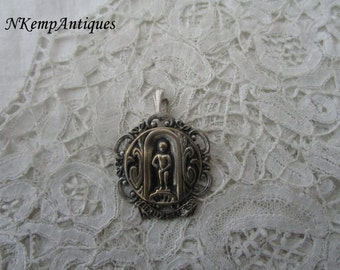 Vintage brussels brooch/pendant
