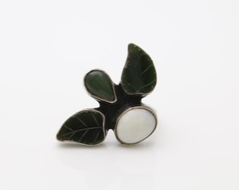 Vintage Sterling Silver Artisan Leaf Ring w White Opal & Jade Cabochons Sz 5.5. [106]