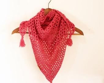Triangle crochet scarf, Triagle Shawlette, Raspberry crochet scarf, Boho crochet scarf, Pink neck warmer, Pink crochet shawl,crochet cowl