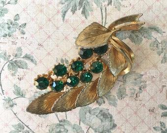 Pretty Vintage 1950's Rhinestone Brooch with Emerald Rhinestones