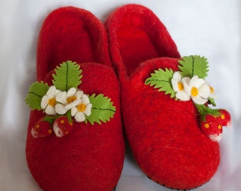 Felted slippers, wool slippers, home slippers,  berry, strawberry,