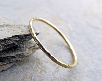 Thin 18k Wedding Band in Smooth, Hammered, Brushed/ Matte/ Satin, or Notched Finish - Skinny 1mm Stacking Ring - Textured Gold Halo Ring